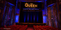 The queen dentro